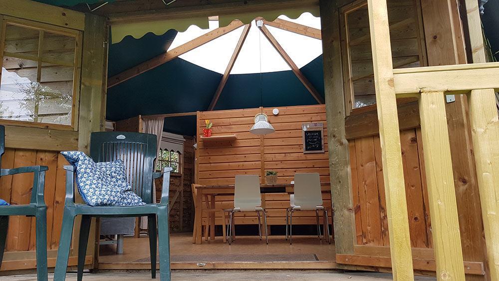 eentree-kampeerbungalow